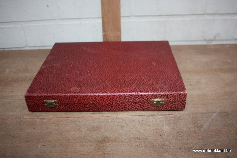 Set van 12 antieke messen in doos
