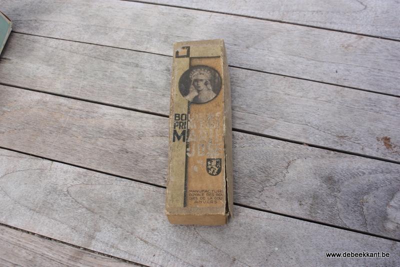 Antieke authentieke verpakking met kaarsen