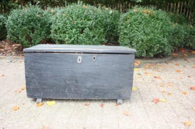 Antieke zwarte koffer in originele staat