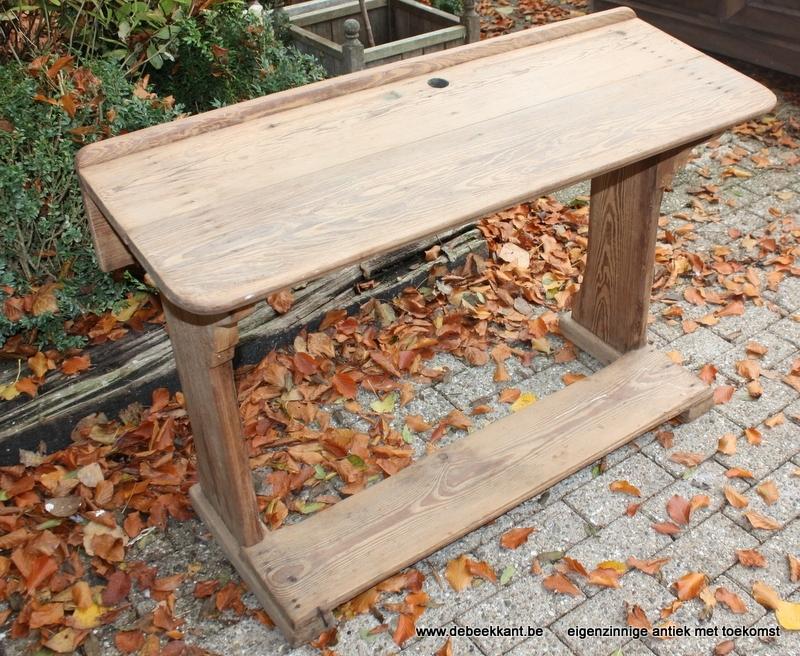 Antieke kinderlessenaar opgekuist pitch pine