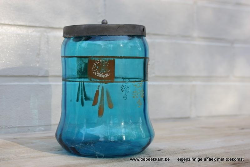Antieke glazen bokaal blauw glas beschilderd