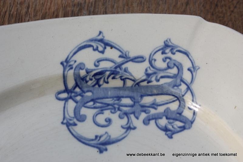 Antiek vierkant bord art nouveau cream met logo.
