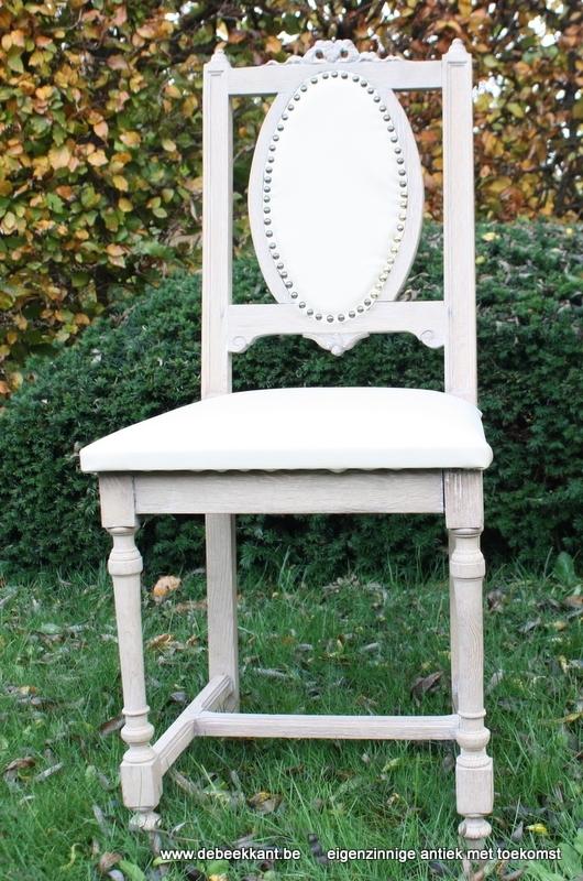 Antieke oude stoel opgekuist
