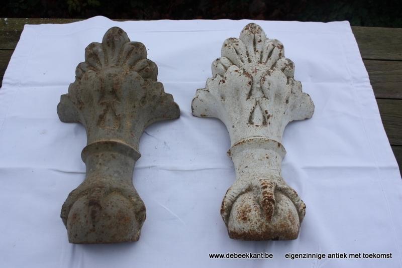 Set van 4 antieke gietijzeren badpoten