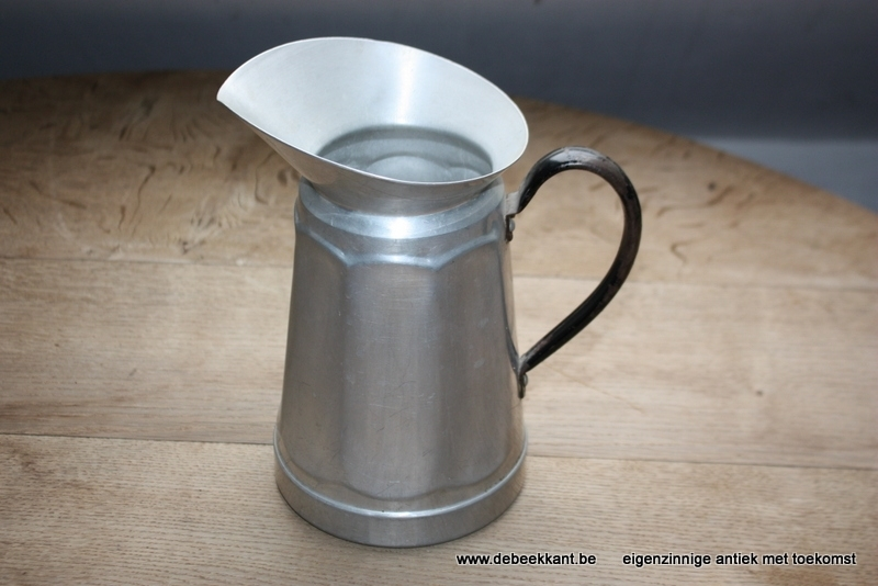 Vintage waterkan aluminium