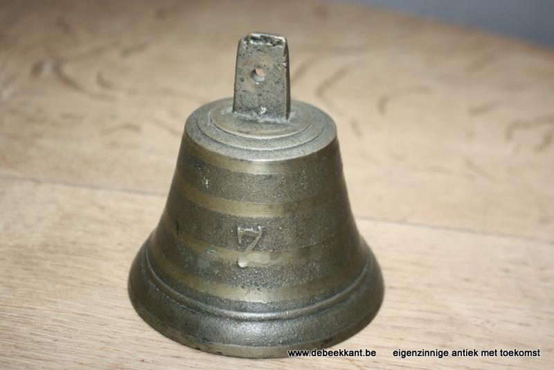 Oude bel klok