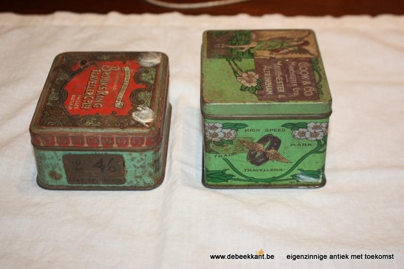 Set van 2 antieke blikken doosjes travellers art nouveau