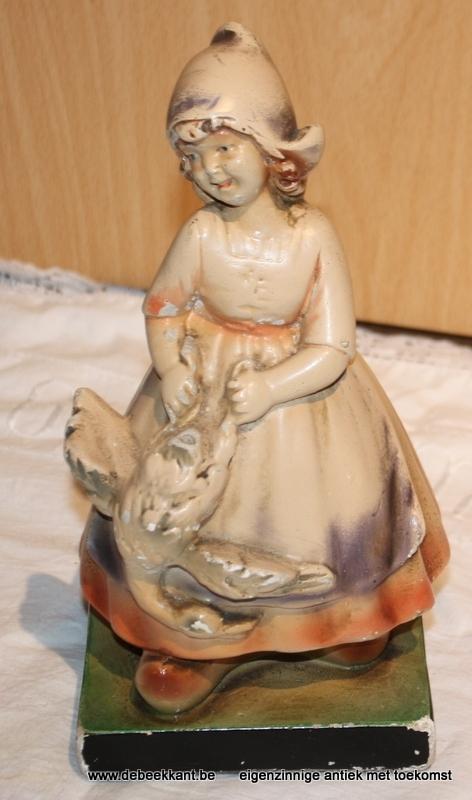 Antiek beeldje plaaster meisje met gans