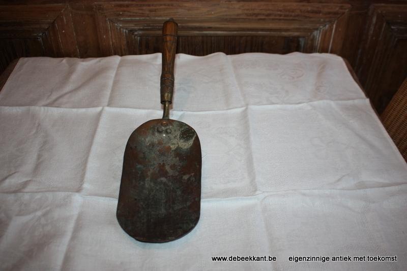 Antieke schep rood koper
