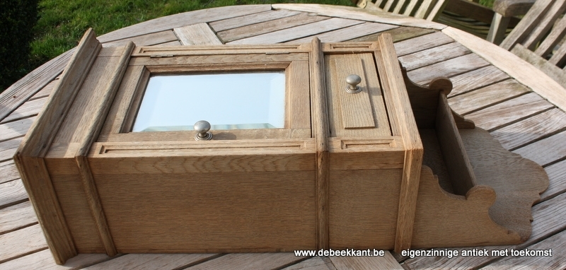 Antiek eiken spiegelkastje wandkastje toiletkastjeopgekuist