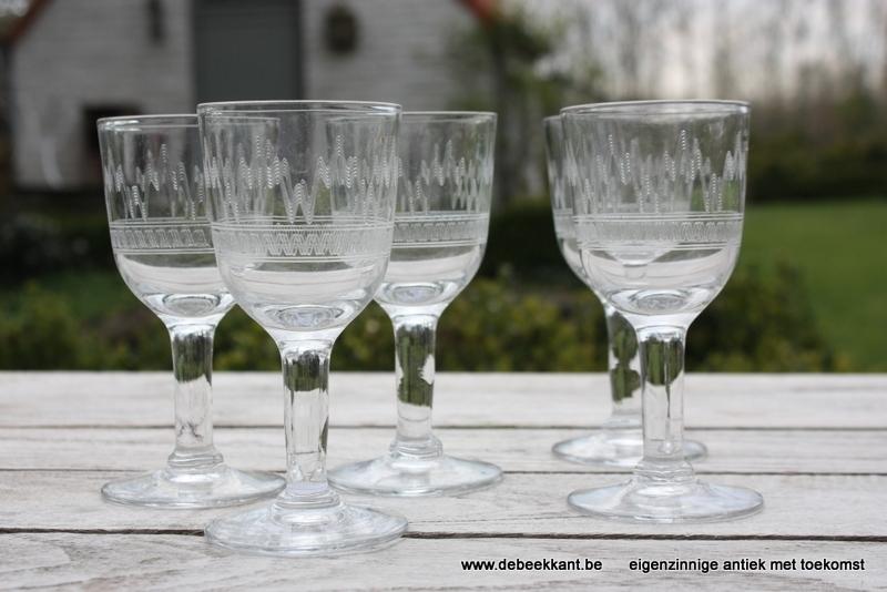 Set van 5 antieke gegraveerde glazen