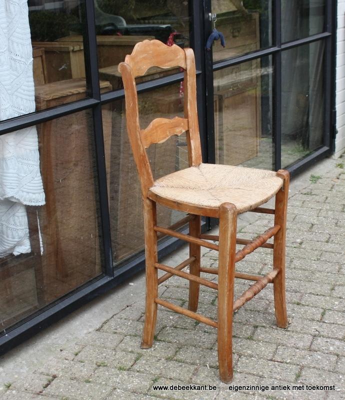 Antieke hoge boerenstoel barstoel toogstoel