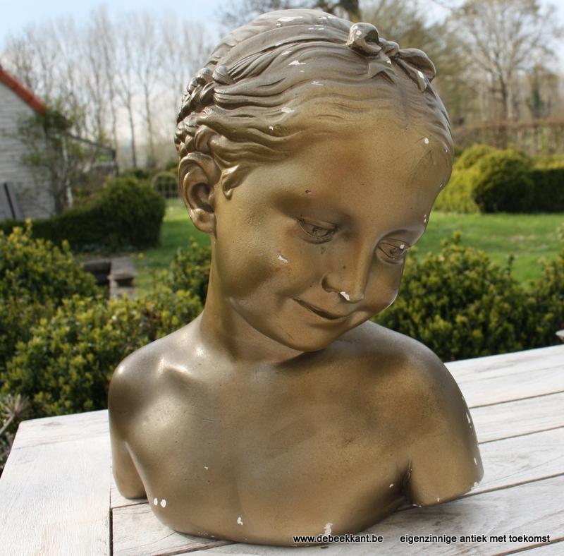 Antiek Frans beeld meisje plaaster