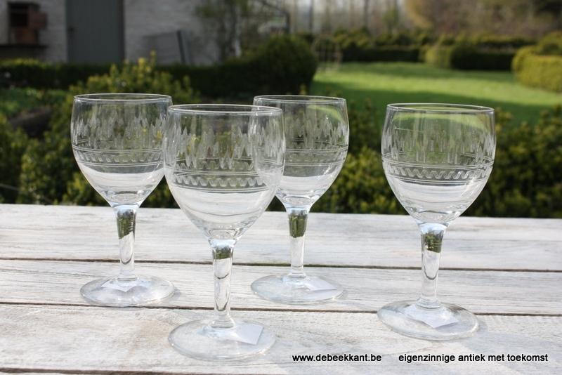 Set van 4 antieke gegraveerde glazen