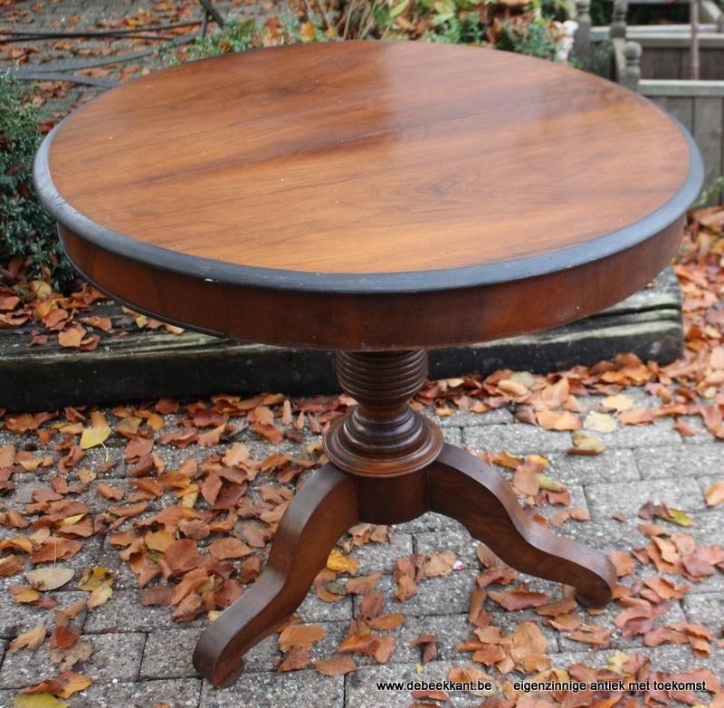 Antieke ronde tafel centrale poot