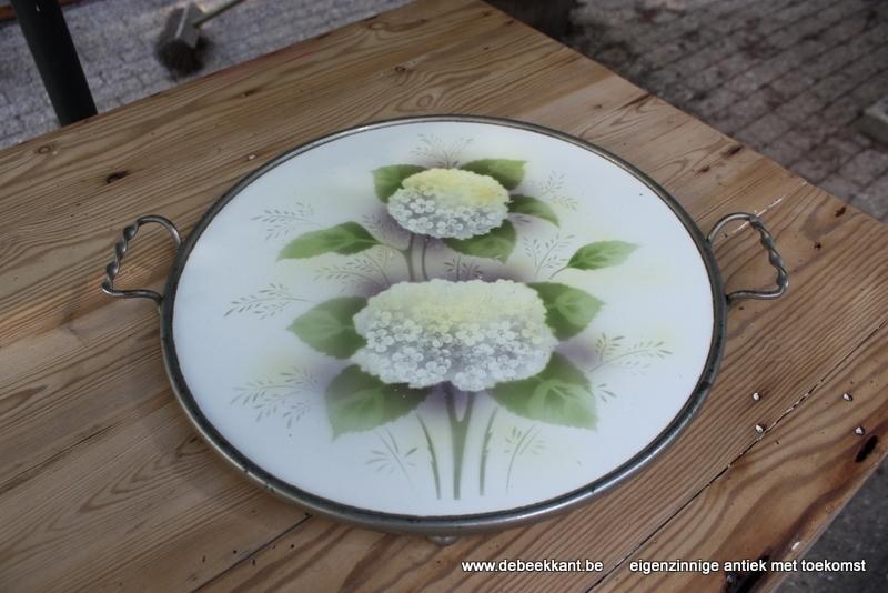Antieke taartschotel Hydrangea