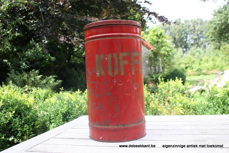 Groot hoog antiek rood blik koffie