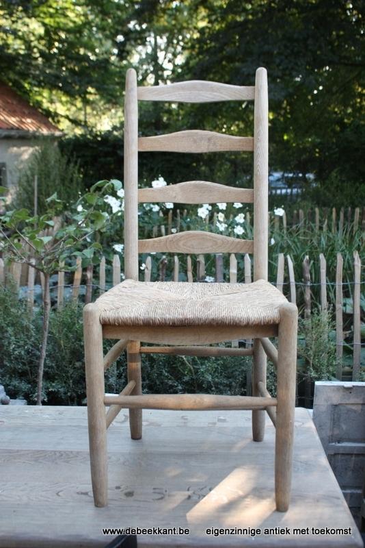 Vintage oude opgekuiste eiken stoel