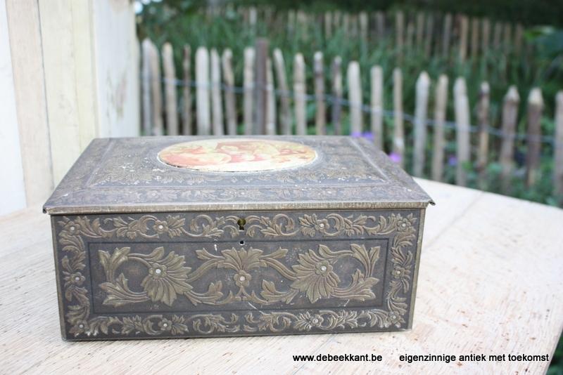 Antiek blikken doos mooie grijze patine