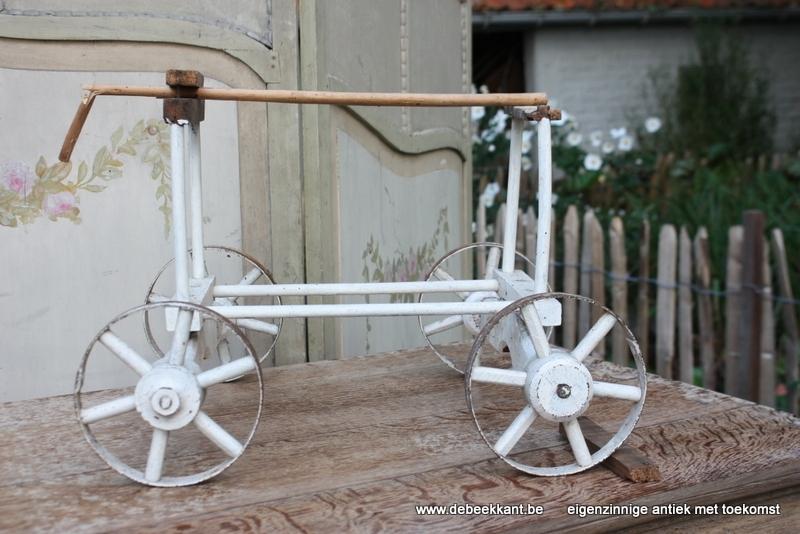 Antiek onderstel poppenwagen met ijzeren band