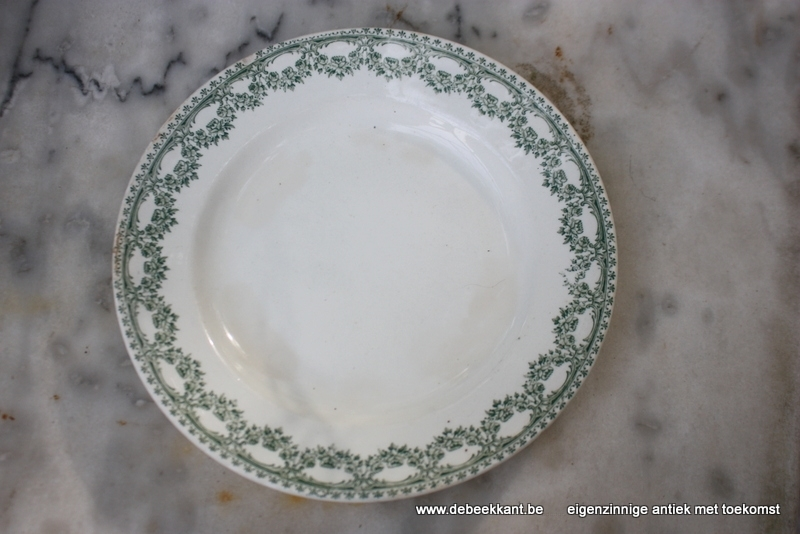 Antiek bord ontbijtbord dessertbord Boch Carlotta nr 1