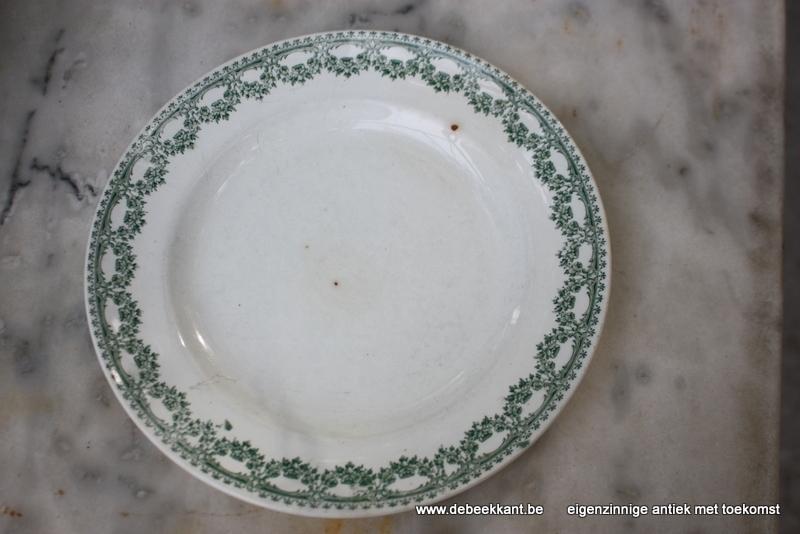 Antiek plat bord dinnerbord Boch Carlotta nr 3