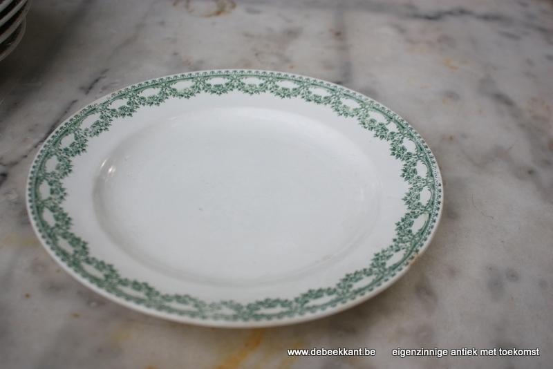 Antiek plat bord dinnerbord Boch Carlotta nr 2