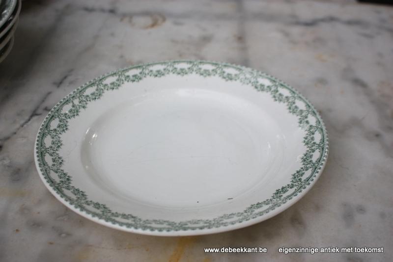 Antiek plat bord dinnerbord Boch Carlotta nr 1