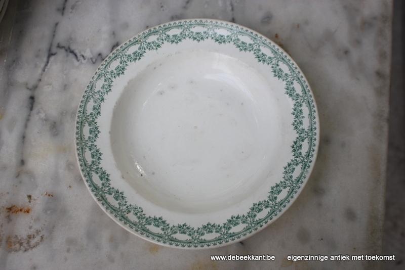 Antiek diep bord pastabord Boch Carlotta nr 5