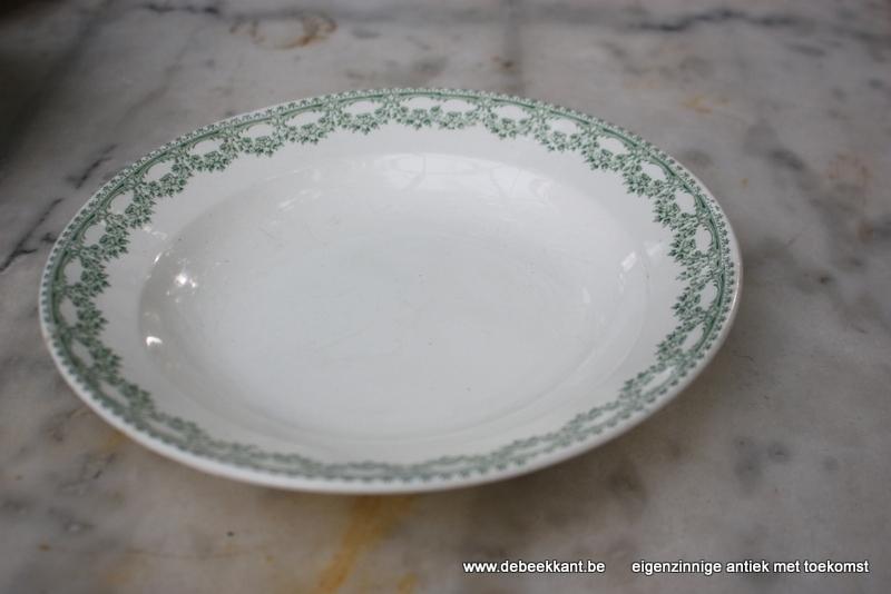 Antiek diep bord pastabord Boch Carlotta nr 4