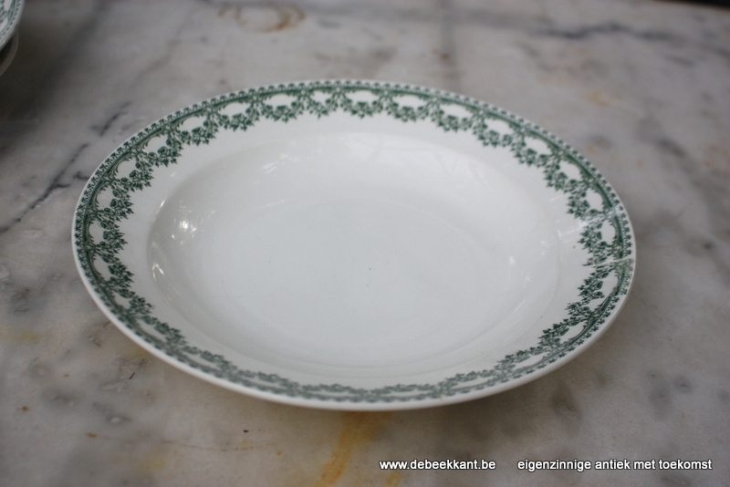 Antiek diep bord pastabord Boch Carlotta nr 3