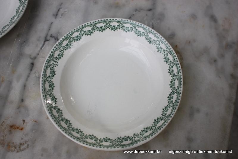 Antiek diep bord pastabord Boch Carlotta nr 2