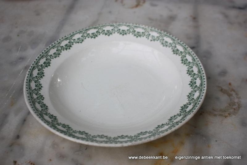 Antiek diep bord pastabord Boch Carlotta nr 1